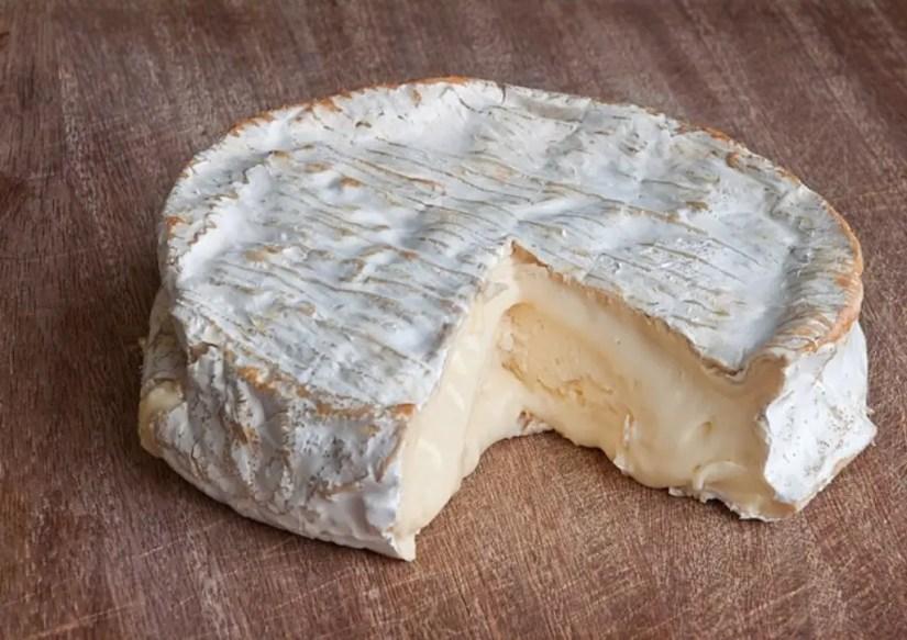 Le coulommier au lait cru, un fromage à éviter pendant la grossesse
