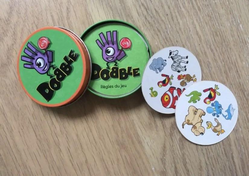 Dobble, un jeu de cartes pour jouer en famille