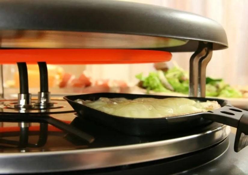 Appareil à raclette pour faire fondre le fromage