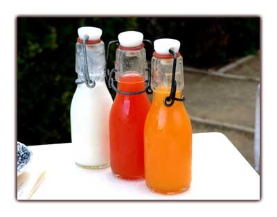 Yaourt au citron, jus de fraise/orange et de mangue/passion