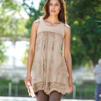 Une tunique femme, un vêtement passe-partout