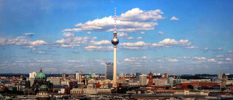 vue sur la tour télévision à Berlin une des destinations pas chères en europe