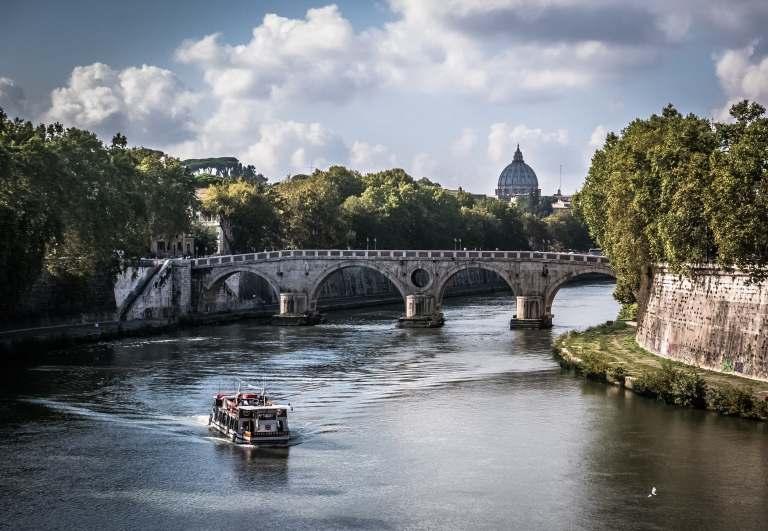 pont et bateau à Rome