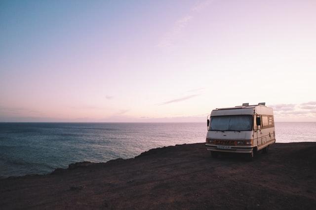 Camping-car face à la mer