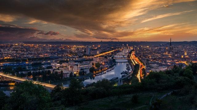 vue sur la ville de rouen en fin de journée, destination idéale pour un week-end à moins de 2h de Paris