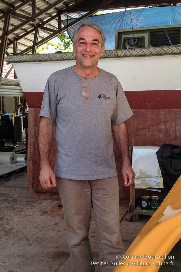Max Ammer dans le hangar à bateaux du Sorido Bay Resort. Kri Island, Raja Ampat.
