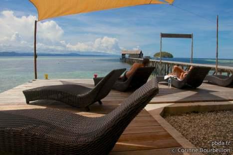 Sorido Bay Resort lounge, Kri Island, Raja Ampat. Papouasie, Indonésie, juillet 2012.