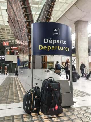 À gauche, mon sac cabine, qui peut se diviser en deux. À droite mon gros sac qui va en soute.