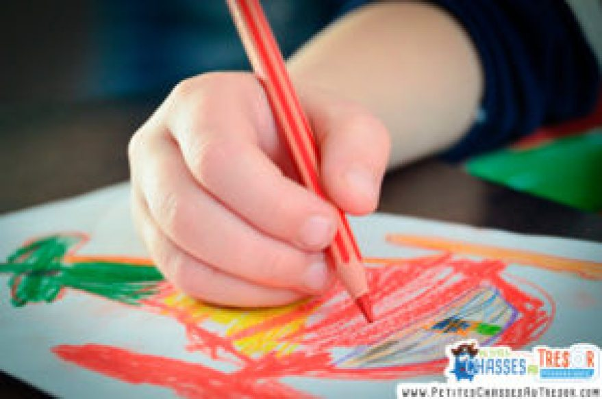 Que développe l'enfant avec le dessin ?