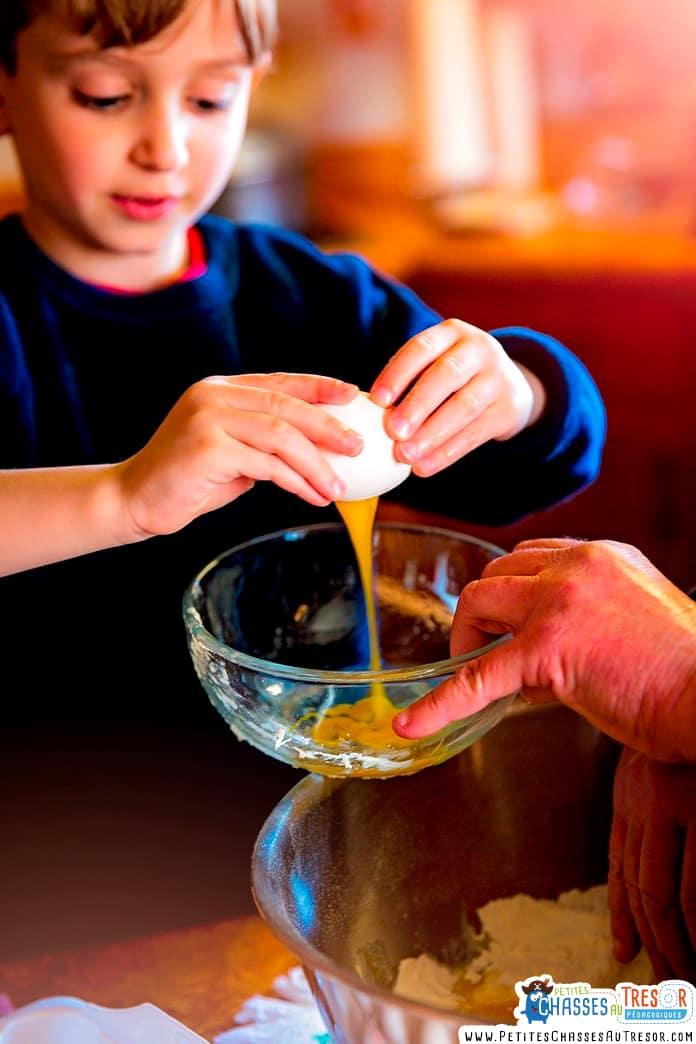 Cuisiner avec les enfants en lui apprenant de nouvelles choses