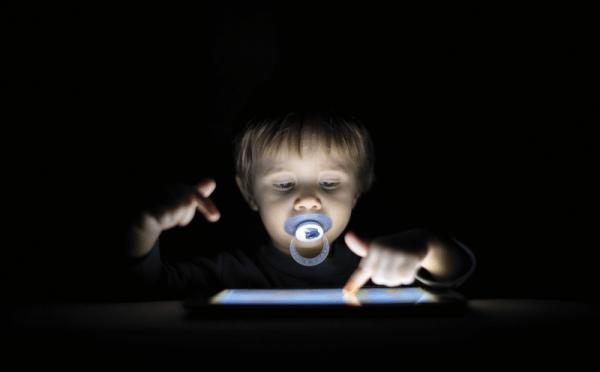 Les écrans (1/2) : quels risques pour mon enfant ?