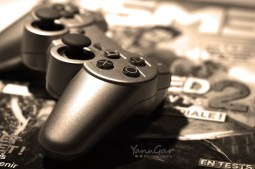 manette de jeux vidéo, photo de Yann Gar (CC BY-SA 2.0)