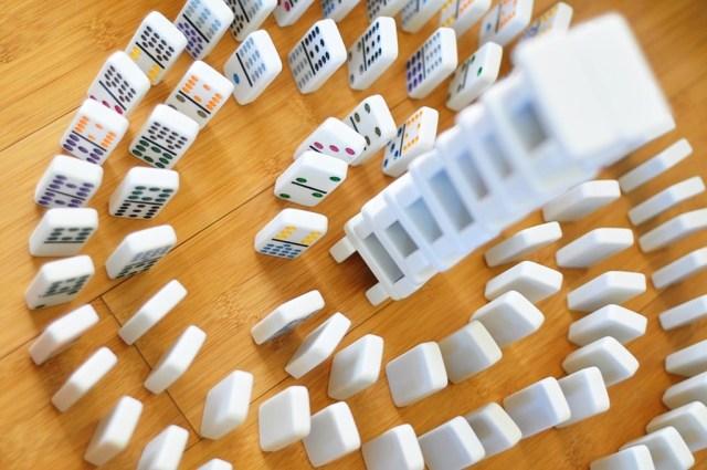 Dominoes _ John Watson _ CC BY-NC 2.0 réutiliser ses jeux de dominos