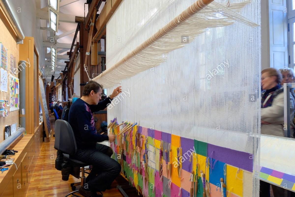 Tapestry weaving _Les Gobelins Paris_weaving from the back side