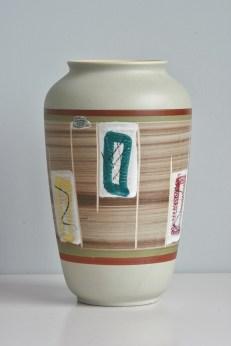 Bay vase 1950s form number 525-25 (?)