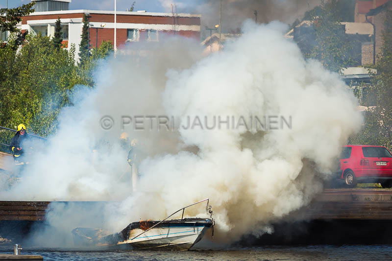 Tulipalo Kuopion Maljalahden satamassa-18