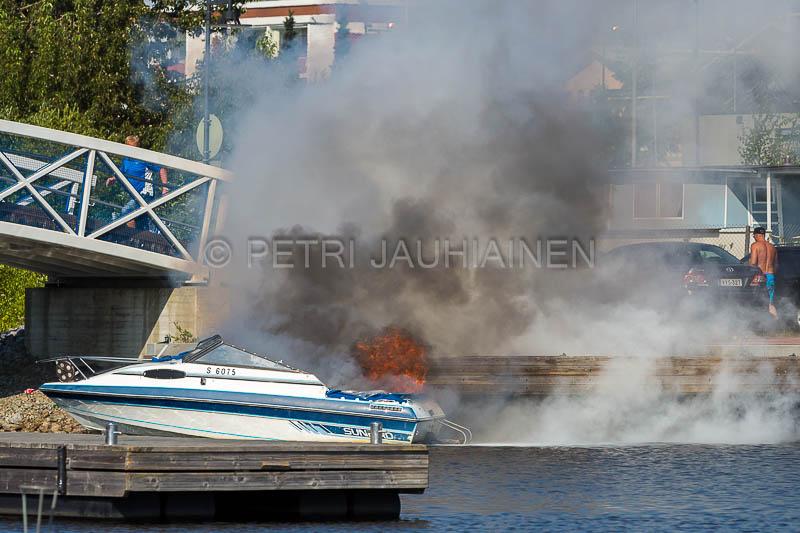 Tulipalo Kuopion Maljalahden satamassa-7