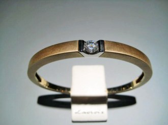 14K Y&W Gold Bracelet with C.Z. Artist: Pascal Lacroix Catalog: 900-62-7