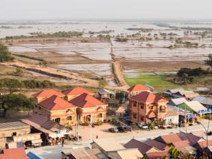 Poslední domy na souši, dál už je jen Tonle Sap