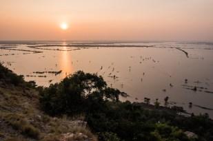 Pohled na jezero z kopce od kláštera Phnom Krom