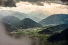 Údolí Ensu z Grimmingu, v pozadí Gesäuse
