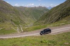 Cesta dolů z průsmyku dál do Tušetie...