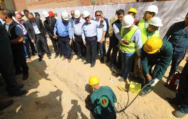 وزير البترول يتفقد مشروع القومى توصيل الغاز الطبيعى للمنازل بمناطق حدائق حلوان