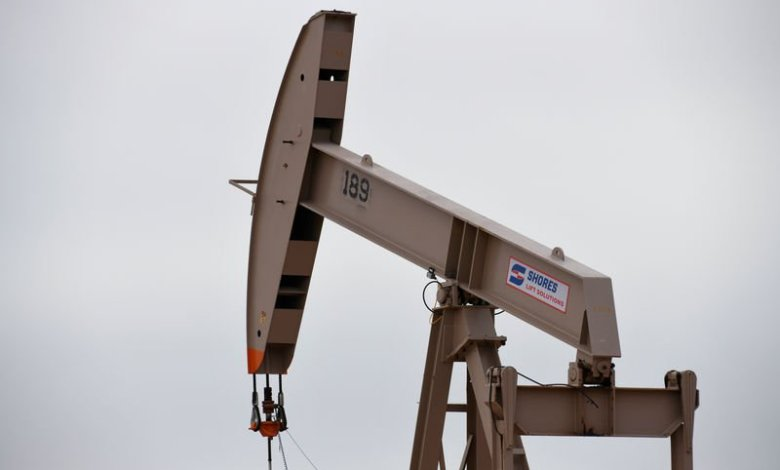 النفط يرتفع بعد تقرير انخفاض للمخزونات الخام الأمريكية