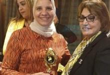 Photo of نماذج مشرفة بالبترول..نشوى حسن عاطف تحصل على جائزة الدرع الذهبى عن بحث مبادرة لم الشمل