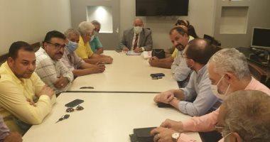 صورة رئيس جهاز الشيخ زايد يرد على استفسارات سكان المدينة بشأن التصالح بمخالفات البناء