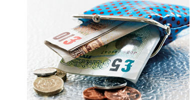 سعر اليورو ينخفض اليوم الخميس.. ويسجل 18.28جنيه بالأهلى