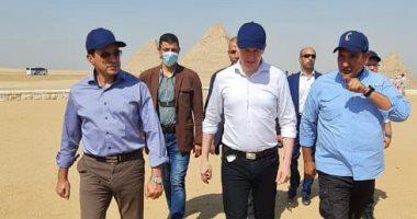 رئيس الوكالة الدولية لمكافحة المنشطات (وادا) يزور منطقة أهرامات الجيزة.. صور