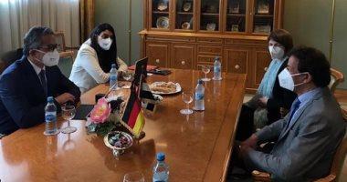 وزير السياحة يبحث مع مسئولى الصحة بألمانيا ضوابط السلامة بالمنتجعات المصرية