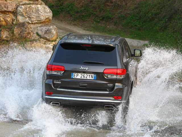 2013 Jeep Grand Cherokee makes a splash