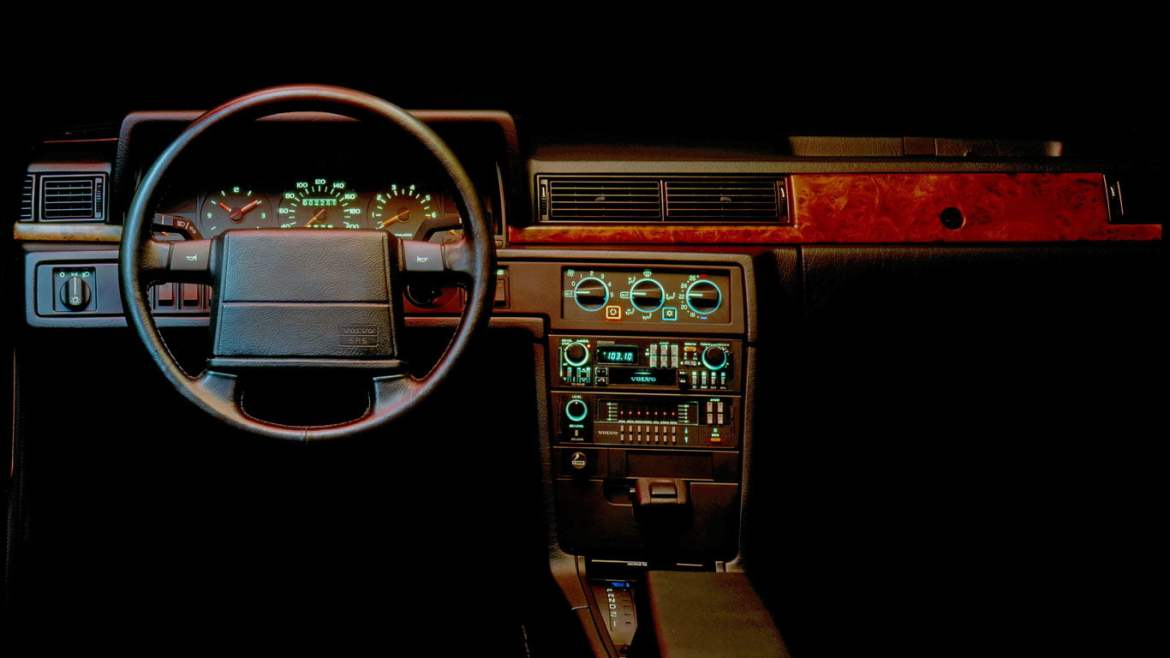 Volvo 780 Coupe dashboard