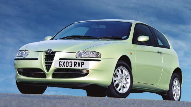Alfa Romeo 147 off-centre number plate