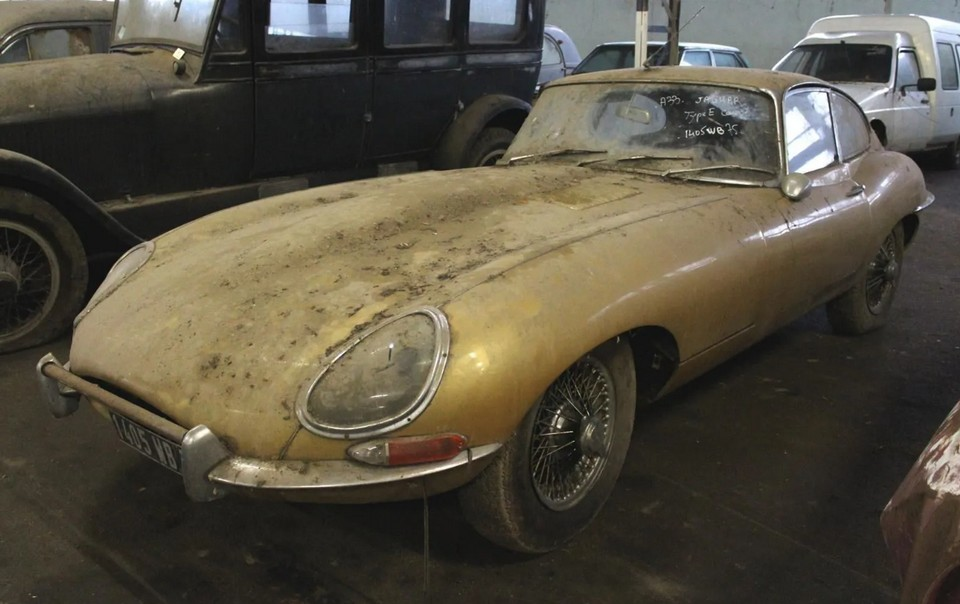 Jaguar E-Type French barn find