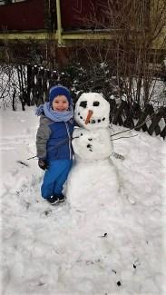 Wraz z moim 3,5 letnim synkiem dzisiaj ulepiliśmy bałwanka. Frajda była ogromna. Oliwier Pawlak z Mamą Mileną