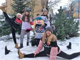 Bałwanka Tola ulepiona i ubrana przez moje córeczki Olę, Polę i Nikolę (11 i po 9 lat) oraz bratanicę Martynę (11 lat).