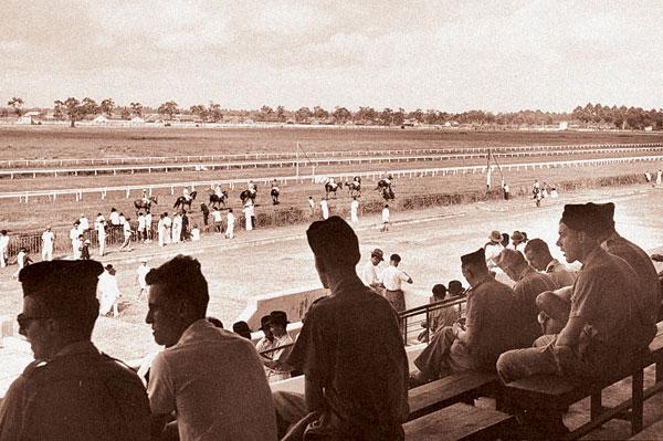 Image result for Trường đua Phú Thọ ở Chợ Lớn biến thành chiến trường.