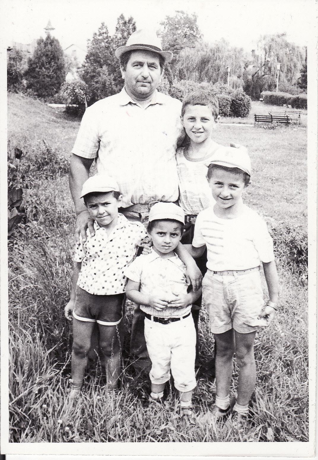 Tata,Victor,Petrica,Stefan,Corneliu