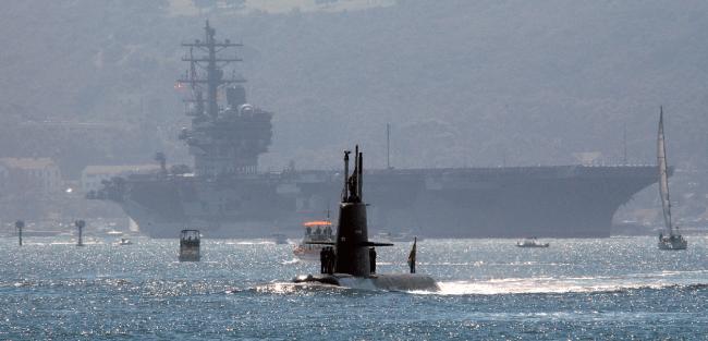 HMS Gotland med USS Ronald Reagan i San Diego