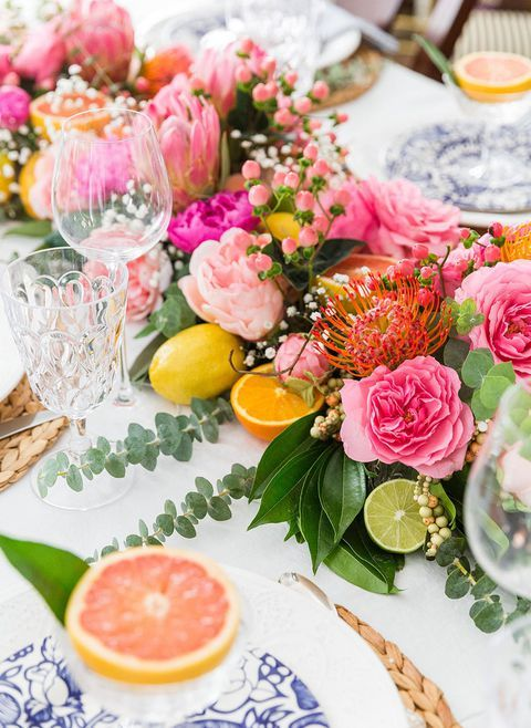 57 Fresh Centerpieces and Decorations to Spruce Up Your Table For Spring