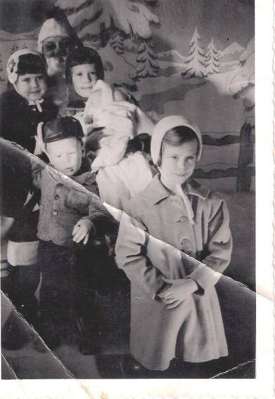 My Family 1960, I'm the CUTE ONE! (okay, you know I had to say that) I'm the oone farthest left at the top of the picture.