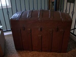 Jodi's trunk 002