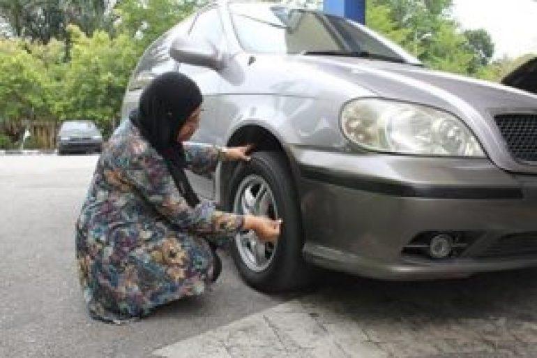 pemandu wanita, pemandu perempuan, asas kereta, asas servis kereta, asas checkup kereta, servis asas sebelum bawa kereta