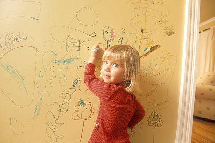 dinding kotor, anak conteng dinding, kotoran pada dinding, cara cuci dinding kotor, cara cuci dinding anak conteng