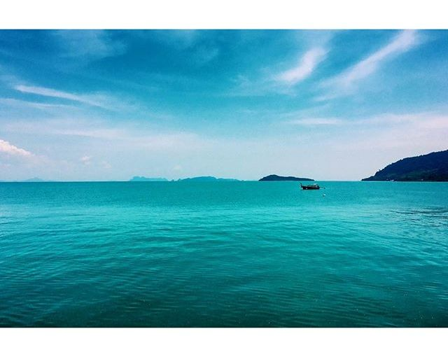 Baby's got the blues. Can never resist all the blue of sea & sky. A shot from Lanta Old Town's pier from last Sunday. #latergram #thailand #KohLanta #boat #blue #sea #Islands #landscape #hmgoes