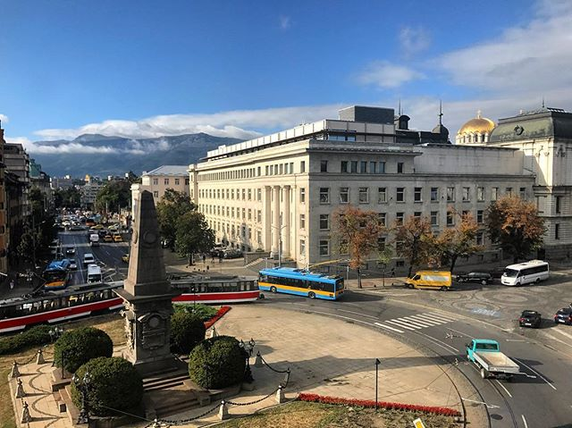Autumn morning, post rush hour. Can never get tired of this view. #Bulgaria #Sofia #Vitosha + . . . . . #travelgram #travelphotography #picoftheday #traveldiary #instatravel #travelpics #seaside #summerstories #nomadstories #instaarchive #home #mountains #cityview #skyline #autumn #colourful #streetphotography #traffic