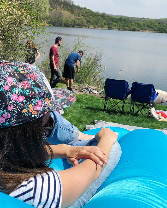A Saturday day trip feat. four dogs (not counting the strays), countless people, weird sitting arrangements, sun but no sun screen. The sweetest strawberries and tomatoes. And a lake. Is it summer already? #Bulgaria #kovachevci #pchelina #daytrip #traveldiary #dogsofinstagram #picnic